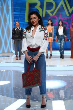 Camasi cu broderie florala - Adela Bravo ai stil Tag Image, I Dress, Sequin Skirt, Capri Pants, Outfits, Floral, Skirts, Google Account, Dresses
