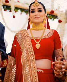 Indian Bridal Outfits, Indian Bridal Fashion, Indian Bridal Wear, Indian Dresses, Indian Wear, Bridal Makeup Looks, Bridal Looks, Wedding Makeup, Red Lehenga