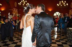 José Ángel y Anabel a la entrada al salón Wedding Dresses, Fashion, Palaces, Entryway, Elegant, Alon Livne Wedding Dresses, Fashion Styles, Weeding Dresses, Wedding Dress