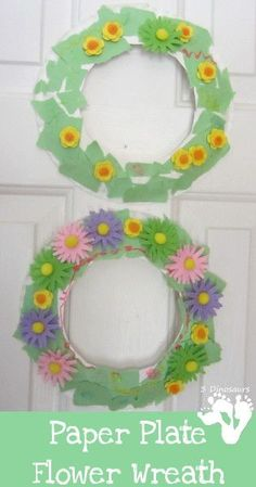Spring flowers are in bloom and I love how pretty they are. We made some fun Paper Plate Flower Wreaths to hang inside our house. Daycare Crafts, Classroom Crafts, Toddler Crafts, Preschool Crafts, Easter Crafts, Paper Plate Art, Paper Plate Crafts, Paper Plates, Flower Wreaths
