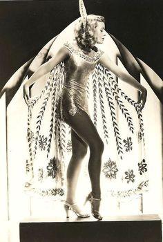 Vintage Burlesque b Costumes Burlesques, Burlesque Costumes, Vintage Costumes, 1920s Costume, Mode Vintage, Vintage Love, Vintage Images, Vintage Ladies, Vintage Pictures