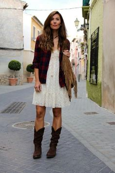Romantic Grunge Cowgirl: shirt cowboy boots, fringed bag and white lace dress
