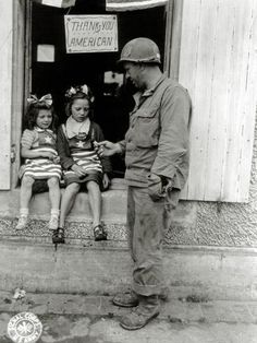 Jersey City, Army Sergeant, American Soldiers, D Day, World History, History Memes, Thing 1, World War Two, Old Pictures