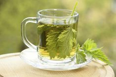 Nettle tea is often prescribed by doctors to improve kidney disease patients renal function. How does nettle leaf tea increase kidney function? In this article, you will learn the relation between nettle tea and kidney function. Nettle and Foot Remedies, Herbal Remedies, Health Remedies, Natural Remedies, Herbal Cure, Herbal Teas, Nettle Leaf Tea, Jugo Natural, Kidney Cleanse