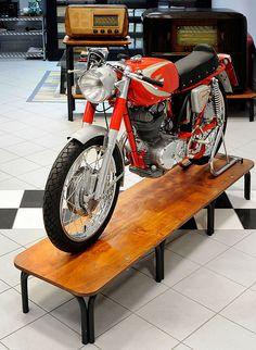 DUCATI 250 MACH 1   Credits STUDIO 129 by Turismo Emilia Romagna, via Flickr