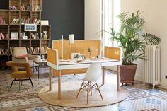 Tray table, designed by Pedro Feduchi, is a modular series of desks that can be used alone or in an office space. Tray is a new product in the new line of Imasoto: Architect View Products.