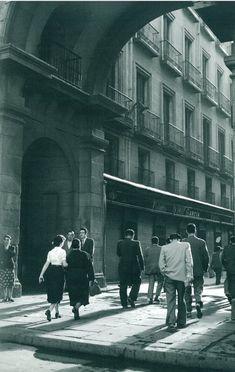 'Plaza Mayor', Madrid, May 1955 / Photo by Cas Oorthuys