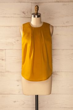 Les fleurs d'automne volent dans la brise de septembre. The autumn flowers fly in the September breeze. Mustard pleated neckline blouse https://1861.ca/collections/products/whalton