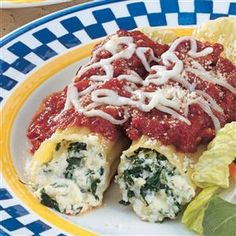 Spinach Cheese Manicotti Recipe- Recipes The creamy cheese filling in these yummy stuffed shells has a pretty flecks of spinach. From Pinehurst, North Carolina, Margaret Truxton sends the recipe. Spinach Manicotti, Cheese Manicotti, Manicotti Recipe, Manicotti Pasta, Cream Cheese Spinach, Creamy Cheese, Spinach Dip, Vegetarian Recipes Dinner, Dinner Recipes