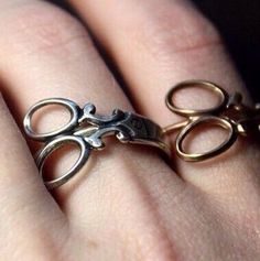 Scissor rings gold or platinum plated sizes 6 or 7