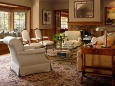 TRADITIONALLY ACCESSORIZED LIVING ROOM - Home and Garden Design Idea's