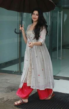 Casual Indian Fashion, Indian Bridal Fashion, India Fashion, Dress Indian Style, Indian Dresses, Indian Outfits, Kurti Designs Party Wear, Kurta Designs, Stylish Dress Designs