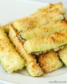 An easy and delicious side dish - Baked Crusted Zucchini Sticks on { lilluna.com }