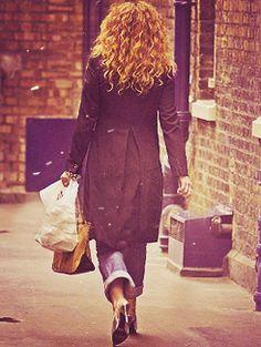 alex kingston- love the hair!