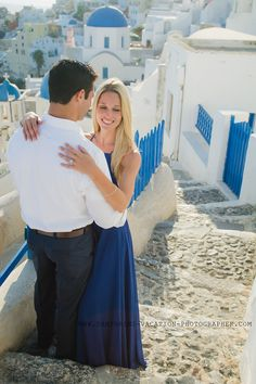 Santorini photo shoot. Honeymoon in Greece #honeymoon #photoshoot #santoriniphotosession #greece #couplesportrait