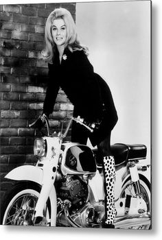1960s Fashion Metal Print featuring the photograph Ann-margret, Ca. Mid-1960s by Everett