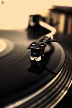 vinyl life collection now spinning vinyl junkie records turntable needle cartridge record player audiophile record now playing stereo vinyl oldschool highend audio sound Music Aesthetic, White Aesthetic, Musik Wallpaper, Mobile Wallpaper, Amoled Wallpapers, Vinyl Music, Vinyl Cd, Dj Music, Reggae Music