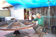 Laramee Haynes, a former engineer, fashions his elevated garden-in-the-round from a tire axle welded to asturdy metal base. The recycled, 8-foot diametertop is made from pieces of a redwood deck and turns easily by hand, so the physically challenged can garden with ease.