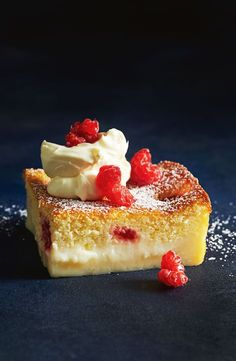 Lemon and raspberry magic cake Abracadabra! Transform this simple batter into a sensational cake with three amazing layers - a fudgy base, custard filling and sponge-cake top. Lemon Dessert Recipes, Lemon Recipes, No Bake Desserts, Sweet Recipes, Cake Recipes, Oreo Desserts, Plated Desserts, Baking Recipes, Cupcakes