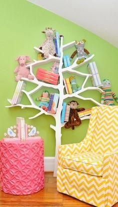 Essa estante em formato de árvore é uma ideia inovadora para guardar livros, bichos de pelúcia e muito mais no quarto das crianças. Um mimo #Inspiração