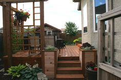 Small Yard - traditional - deck - calgary - Ingrid Thiessen Landscape Architect
