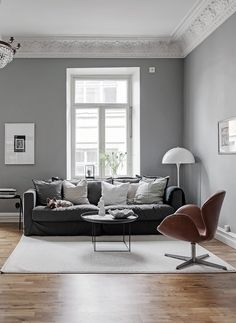 I think this home in grey has a very soft, cozy and inviting look. In the living room a darker grey is combined with white and brown leather chairs while as in the bedroom a slightly lighter grey with a … Continue reading → Home Living Room, Interior, Cozy House, Home Decor, House Interior, Living Room Grey, Interior Design, Living Decor, Home And Living