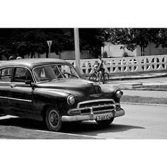 Serie sobre Cuba. #street #streetphotography #cuba #travel #lahabana #car #classic #motor #chevy #vscodaily #vscocam #vsco #vscocamphotos #igers #igersoftheday #instagramers #instasize #instagram #instamood #instacool #instagood #monochrome #blackandwhite #blackandwhitephotography #lifestyle