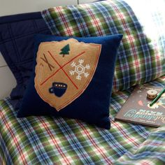 Holiday Crest Throw
