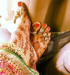Newly-Wed Divyanka Tripathi shares this click of her feet after her wedding ceremony Couple Photoshoot Poses, Couple Photography Poses, Wedding Photoshoot, Anklet Designs, Mehndi Designs, Divyanka Tripathi Wedding, Payal Designs Silver, Bridal Chura, Ankle Jewelry