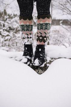 MUITAIHANIASYYSSUKAT ALUSTA LOPPUUN – MUITA IHANIA Learn How To Knit, How To Purl Knit, How To Make, Handicraft, Knit Crochet, Sewing, Knitting, Boots, Sweaters