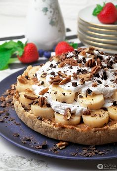 Raw Banoffee Pie: Crumbly biscuit base, rich caramel centre topped with sliced banana and fresh cream — what's not to like? This vegan and paleo version of a banoffee pie is sure to please. (via Nadia's Healthy Kitchen)