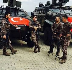 Turkish PÖH member with Cobra and Ejder . Anime Vs Cartoon, Turkish Military, Idf Women, Military Special Forces, Thailand, Real Model, Military Girl, Female Soldier, Military Photos