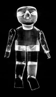Une petite figurine en or provenant du site El Angel est associée aux traditions orfèvres Tumaco La Tolita, alors qu'elle provient d'une région hors de l'aire culturelle de cette civilisation, à l'extérieur de la frange côtière.