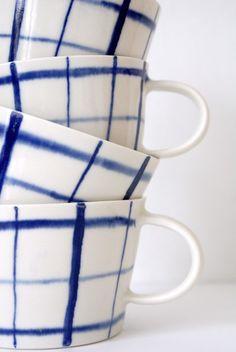 evelina blomquist - whit and blue ceramic tazze in ceramica bianca e blu Ceramic Pottery, Ceramic Art, Ceramic Plates, Keramik Design, Porcelain Mugs, Painted Porcelain, Hand Painted, Blue And White China, Deco Design