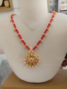 choker necklace indian simple for kids Ruby Necklace Designs, Gold Mangalsutra Designs, Gold Bangles Design, Gold Jewelry Simple, Beaded Jewelry, Jewellery, Lockets, Choker, Gold Necklace