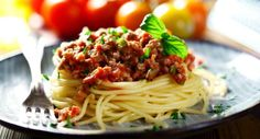Spaghetti bolognese is ruined by the British, top Italian chef Antonio Carluccio claims Homemade Italian Spaghetti Sauce, Easy Spaghetti Bolognese, Spaghetti Squash, Soya Recipe, Weight Watchers Meal Plans, Vegetarian Pasta Recipes, Italian Chef, Meals For The Week, Baby Food Recipes