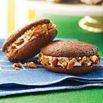 Whiskey Whoopie Pies - Ready-to-Serve Tailgating Recipes - Southernliving. Recipe: Whiskey Whoopie Pies Freeze the assembled whoopie pies in zip-top plastic bags up to 3 weeks before your party. Defrost in the fridge overnight. Superbowl Desserts, Tailgating Recipes, Tailgate Food, Party Desserts, Just Desserts, Unique Desserts, Mini Desserts, Fall Cookie Recipes, Pie Recipes