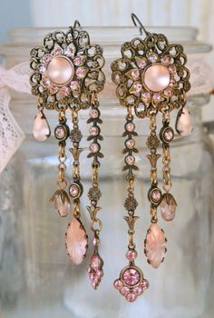 I lovee these vintage earrings perfect for prom , you could pair these with gloves and look stunning