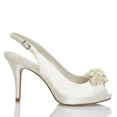 Zapato de novia en satín con flor de Menbur (ref. 5889) Satin with flower bridal shoes by Menbur (ref. 5889)