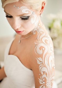 Bridal body paint. {I would so do this.} - ✯ www.pinterest.com/wholoves/Body-Art ✯ #BodyArt