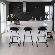Det nydelig hjemme til er absolutt verdt en tur innom Kitchen Room Design, Modern Kitchen Design, Home Decor Kitchen, Kitchen Living, New Kitchen, Interior Design Living Room, Home Kitchens, Interior Modern, Design Bedroom