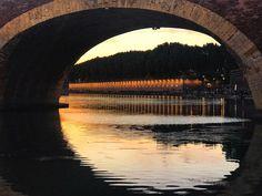 Fin de journée sur les bords de Garonne, Toulouse © N. Casado - Office de tourisme de Toulouse #visiteztoulouse Ville Rose, Pyrenees, France, River, Vacation, Rivers, French