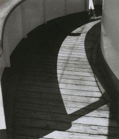 Shoji Ueda, Sans titre, 1934. From Shoji Ueda (Photo Poche). With thank to liquidnight.