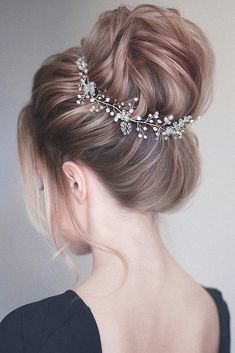 Check out our photo gallery featuring the fanciest prom hairstyles for long hair. It is the right place to make the perfect choice. #hairstyle #promhairstyles #longhair
