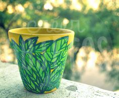 Maceta pintada a mano - palmas verdes -