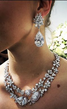 Boehmer et Bassenge, Geneva Real Diamond Necklace, Diamond Earing, Diamond Jewelry, Wedding Jewellery Inspiration, Wedding Jewelry, Luxury Jewelry, Modern Jewelry, Bling Bling, Best Diamond