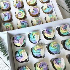 68 Super Ideas for cupcakes ideas graduation Third Birthday Girl, First Birthday Cupcakes, Birthday Cake Girls, Baby Birthday, Graduation Cupcakes, Galaxy Cupcakes, Rainbow Cupcakes, Girl Cupcakes, Coachella Party Theme