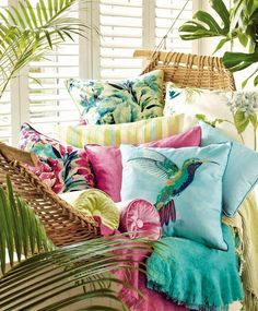 〚 Tropical collection Palm House by Laura Ashley 〛 ◾ Photos ◾Ideas◾ Design Tropical Bedrooms, Tropical Home Decor, Tropical Interior, Tropical Design, Tropical Houses, Tropical Furniture, Tropical Prints, Tropical Colors, Décor Tropical
