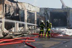 Feuer Frankfurter Berg : Großbrand zerstört Fabrik