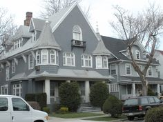 Victorian era style houses in Ditmas Park, Brooklyn, New York House Color Palettes, House Color Schemes, House Colors, Room Colors, Victorian Homes Exterior, Victorian Style Homes, Victorian Houses, Victorian Era, Grey Siding